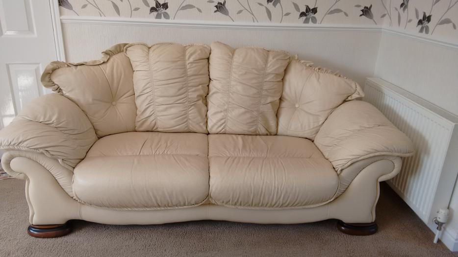 CREAM LEATHER SOFA 3 SEATER + 2 SEATER WALSALL, Dudley