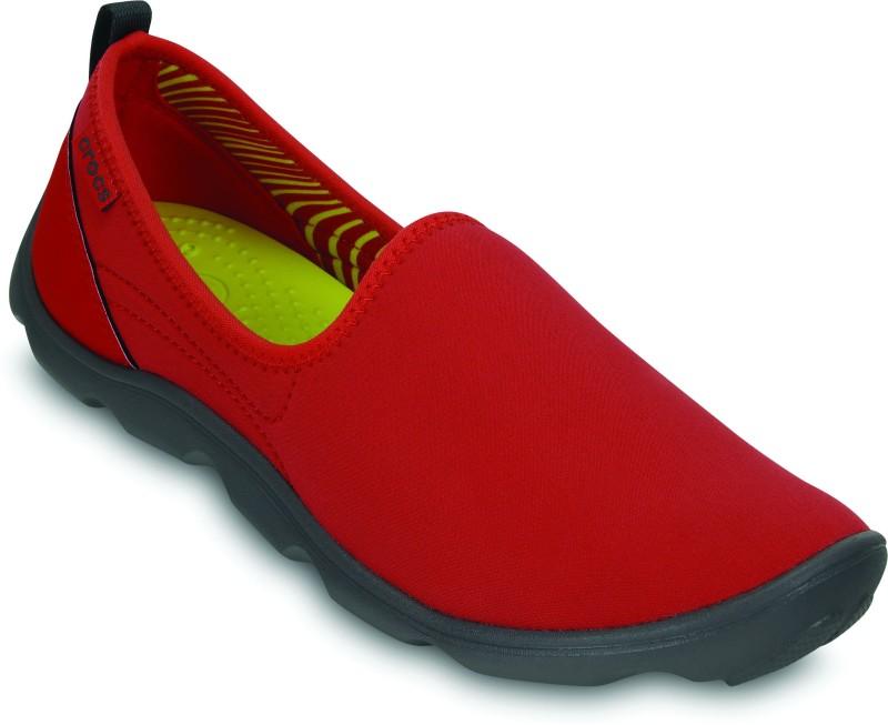 Crocs Duet Busy Day Skimmer Slip Ons(Red, Black)