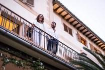 Luisa Catalan (The Label & Co) con Juan Peralta (Contain) en el balcon de la Mansion