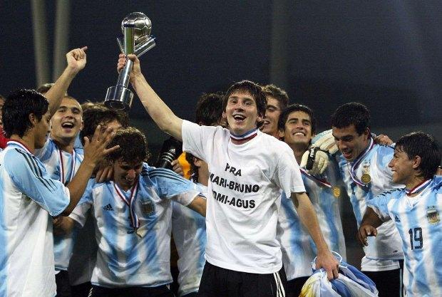 Messi y su primer título en celeste y blanco: hizo dos goles en la final de Holanda 2005 (Reuters)