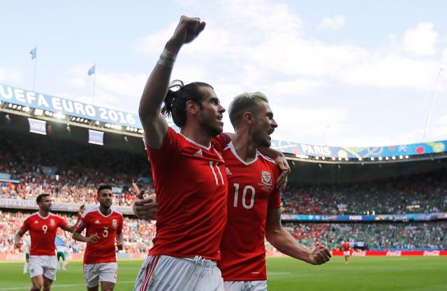 Gareth Bale y Aaron Ramsey celebraron la histórica clasificación de Gales a los cuartos de final de la Eurocopa