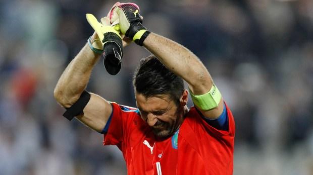 (Reuters) Gianlugi Buffon transita lo que podría ser el último año de su carrera