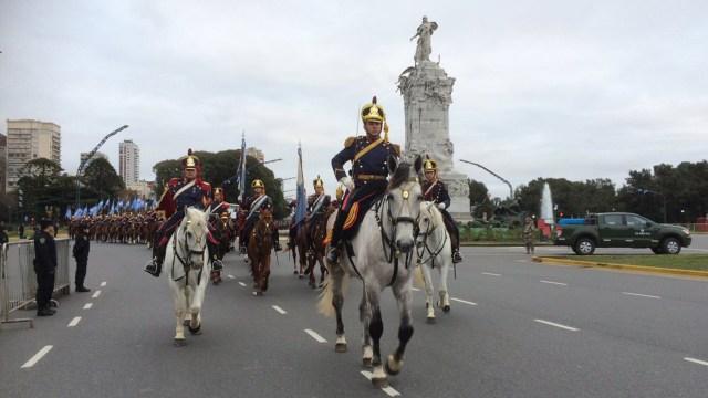 Los granaderos reaparecen en 1903 por decisión del presidente Julio Argentino Roca, quien vuelve establecer el Regimiento . Desde entonces su función principal es actuar como guardia presidencial (@Granaderosarg)