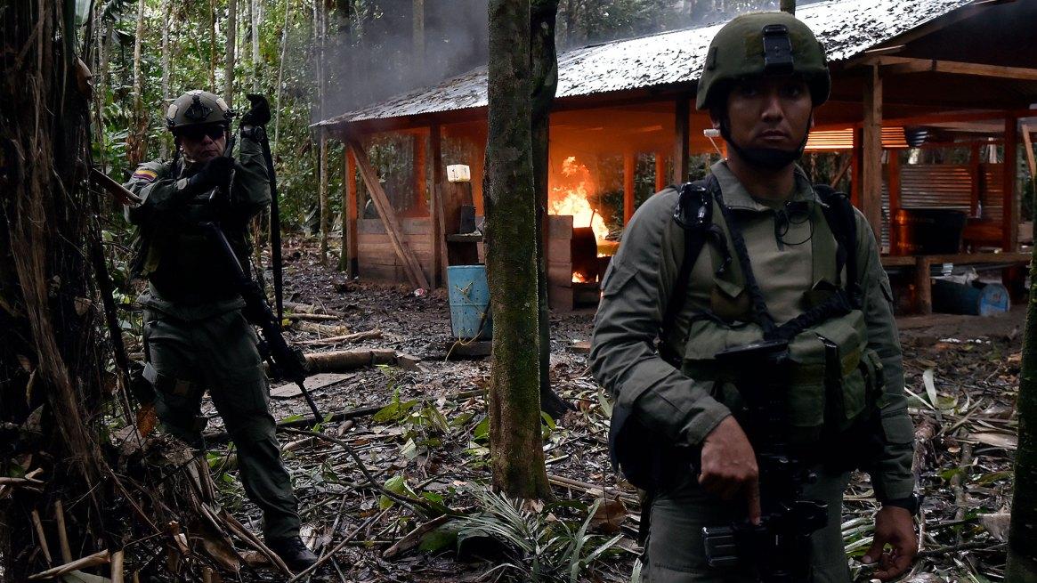 Con la salida de las FARC del conflicto los espacios abandonados están siendo disputados por organizaciones armadas por ser zonas privilegiadas para mercados ilícitos. (AFP)