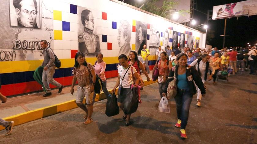 Venezolanos cruzan cada día la frontera hacia Colombia escapando del régimen de Nicolás Maduro (EFE)
