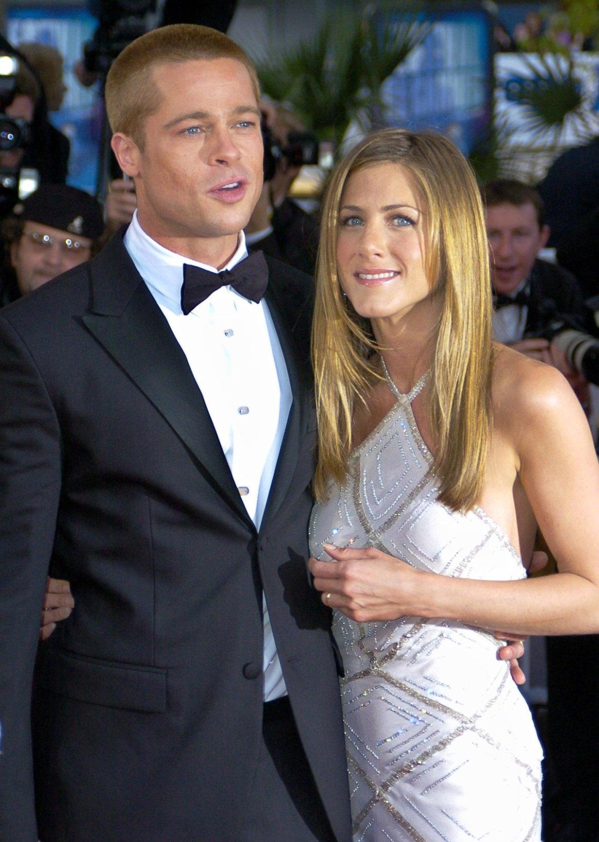 Su matrimonio con Brad Pitt, que duró desde el 2000 al 2005, se terminó cuando el actor la dejó por Angelina Jolie, con quien luego se convertiría en padre de seis hijos