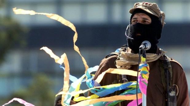 El líder del ENLZ, el subcomandante Marcos, en una foto de 2001 (Reuters)