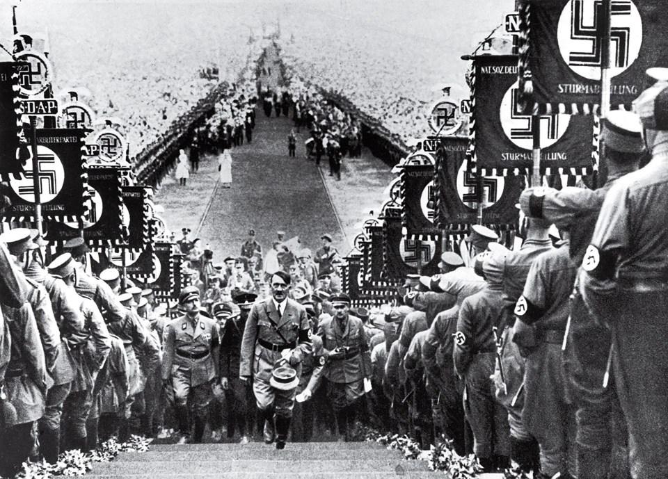 """Hitler en un festejo nazi"" (Heinrich Hoffmann, Alemania, 1934)"