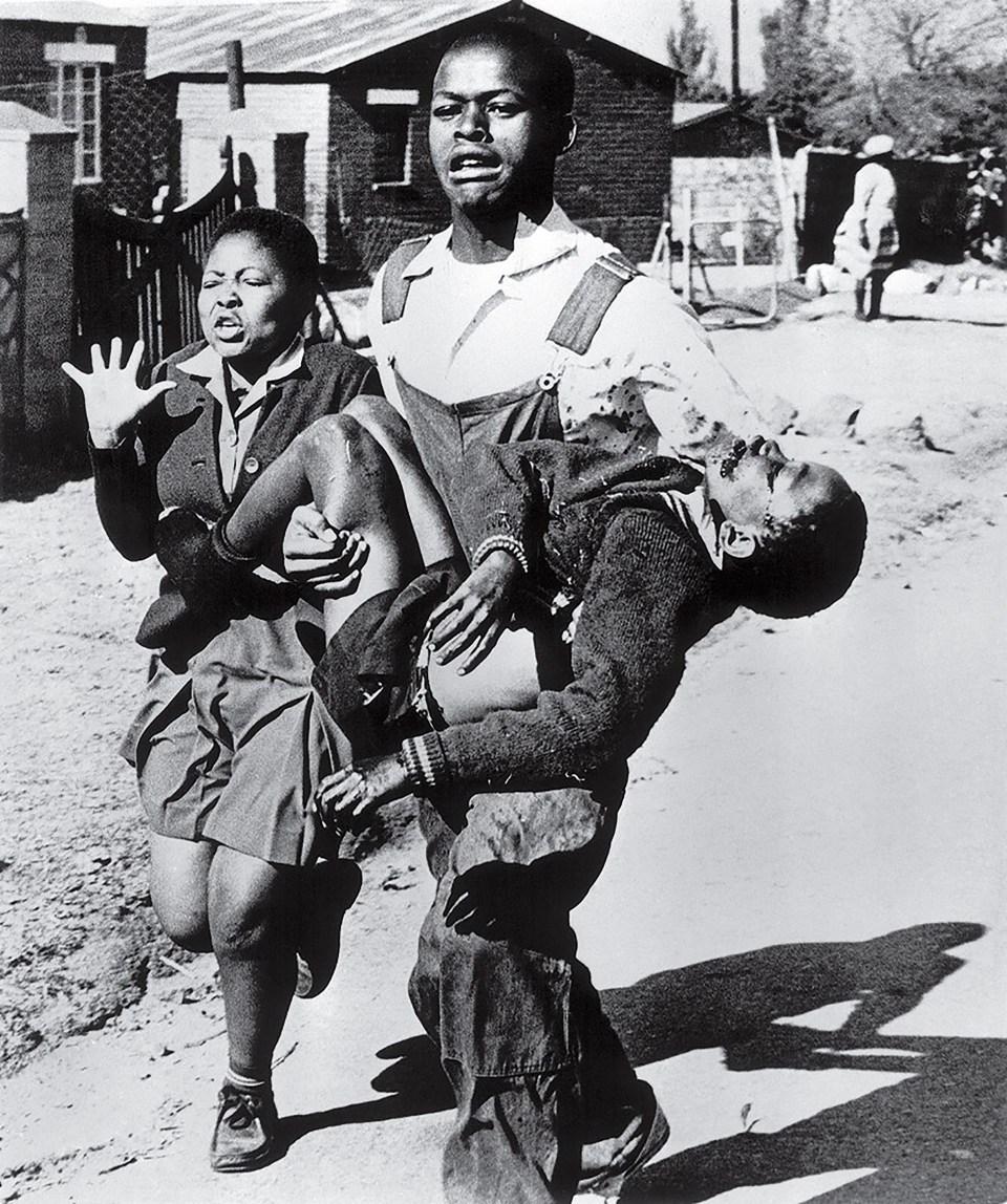 """""""Levantamiento de Soweto"""" (Sam Nzima, Sudáfrica, 1976)"""