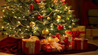 Perlas, luces, estrellas y los regalos debajo del arbolito. Un clásico en las casas en esta época