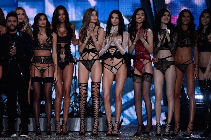 Martha Hunt, Sara Sampaio, Lais Ribeiro, Gigi Hadid, Kendall Jenner, Liu Wen, Sui He, Izabel Goulart fueron algunas de las modelos que participaron del evento