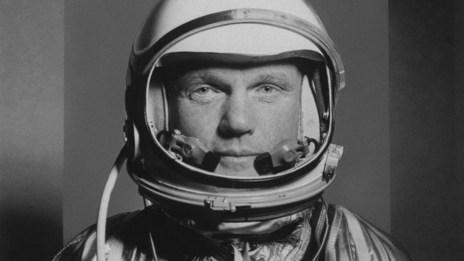 John Glenn fue el primer astronauta estadounidense en orbitar la Tierra . Murió el 5 de diciembre a los 95 años