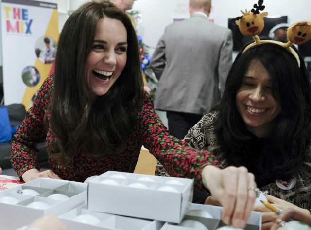 La duquesa de Cambridge durante un evento de Navidad en un centro de apoyo para niños