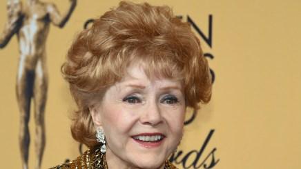 """La legendaria actriz de """"Cantando bajo la lluvia"""", Debbie Reynolds, murió el 28 de diciembre, un día después que su hija, Carrie Fisher. Tenía 84 años"""