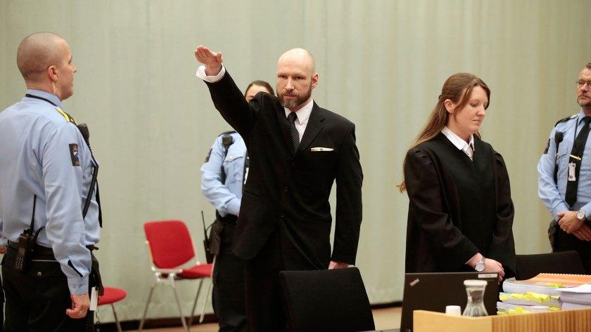 Breivik suele hacer el saludo nazi en las audiencias judiciales (AFP)