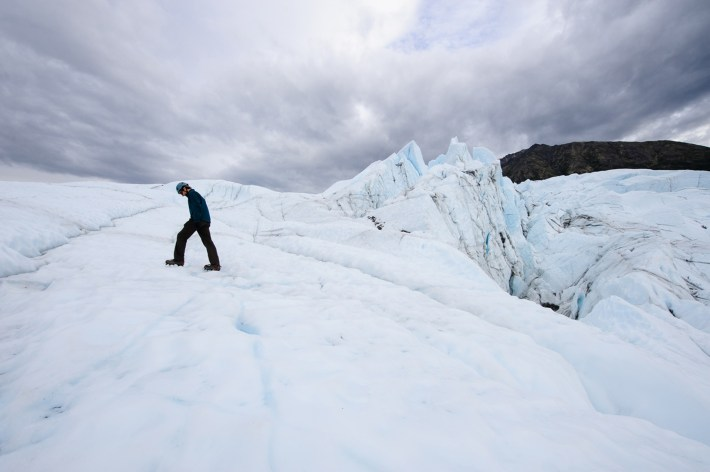 Bill Jirsa, un guia de los glaciares a pie del glaciar Matanuska, julio de 2009
