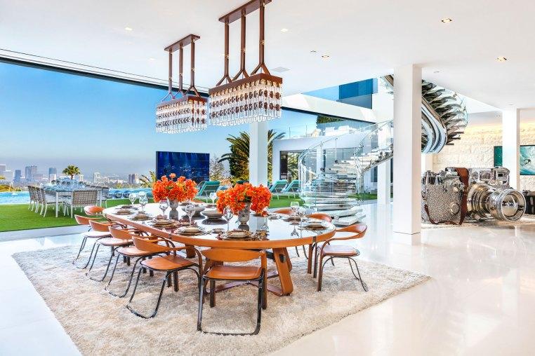 Una de las tantas salas para comer. La mansión fue desarrollada por Bruce Makowsky y hoy ya está a la venta (BAM Luxury Development)