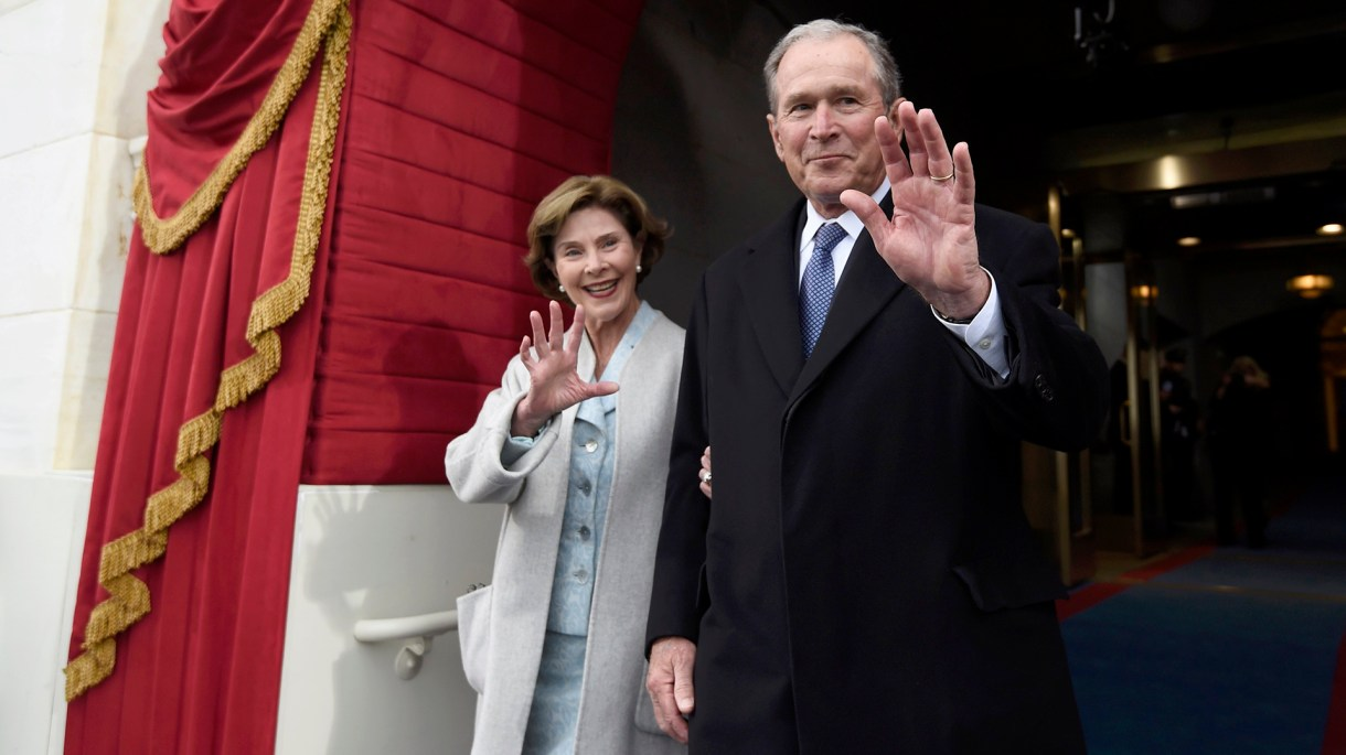 Tanto Bush como su esposa Laura agradecieron el apoyo del Servicio Secreto (Foto: Reuters)