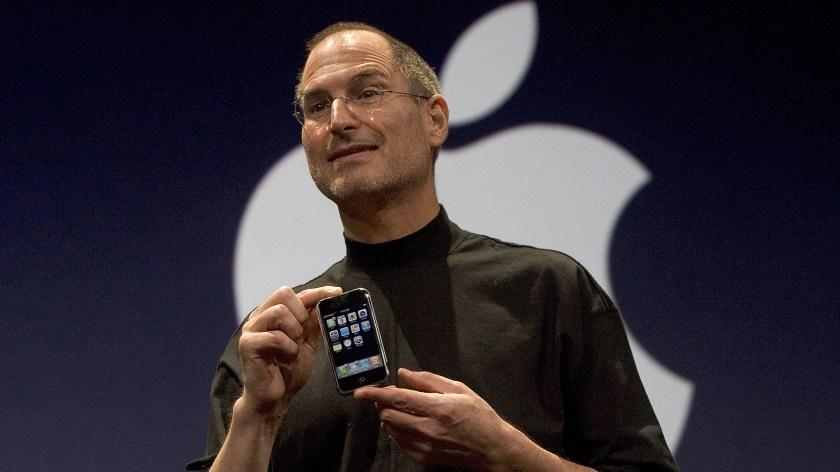Steve Jobs presentando el primer iPhone, el 9 de enero de 2007, en San Francisco(David Paul Morris/Getty Images)