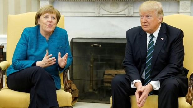 Merkel y Trump ofrecieron sus países para levantar los nuevos cuarteles generales(Reuters)