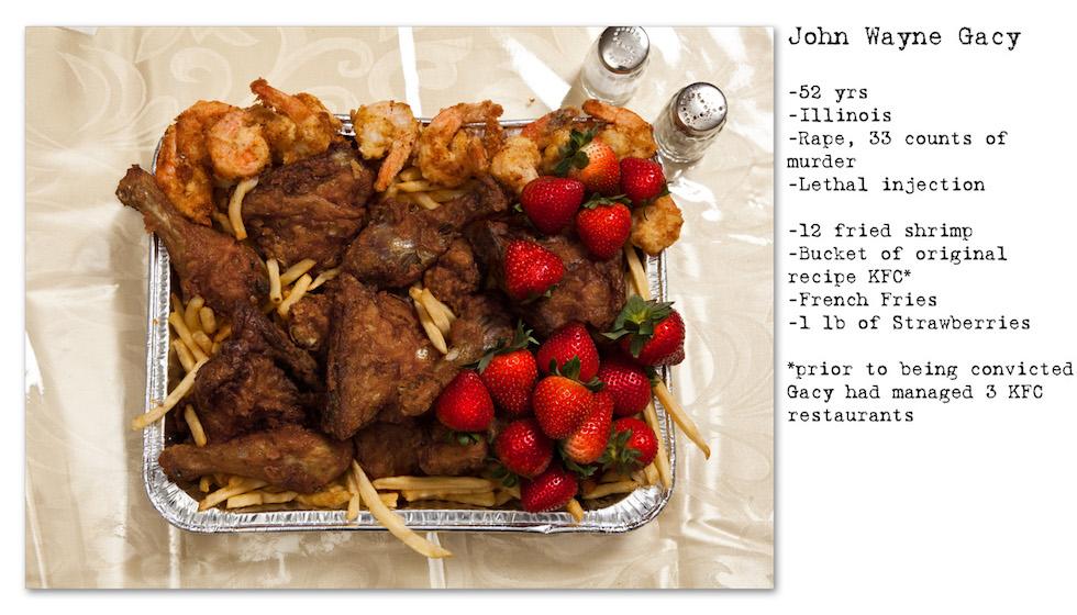 John Wayne Gacy: 52 años; Illinois; violación, 33 homicidios; inyección letal. Pidió: 12 camarones fritos, un balde de pollo frito de KFC (había sido gerente de tres locales de Kentucky Fried Chicken), papas fritas, frutillas (No Seconds – Henry Hargreaves)