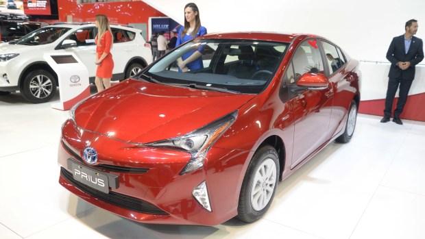 El Toyota Prius fue presentado en el Salón de Buenos Aires junta a una rebaja del 36,7% de su precio (Enrique Abatte)