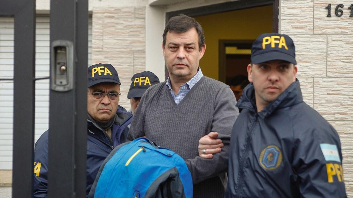 Manzanares, el ex contador de los Kirchner, al ser detenido en Río Gallegos (Télam)