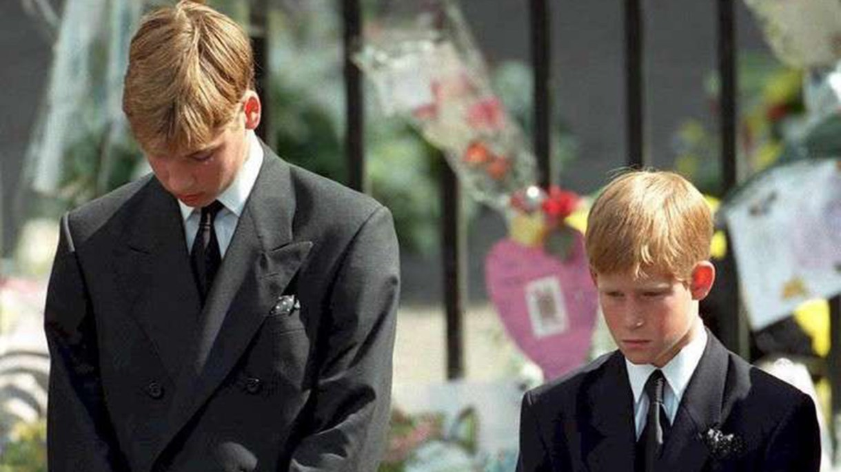 El príncipe William y el príncipe Harry en el fineral de Lady Di (AFP)