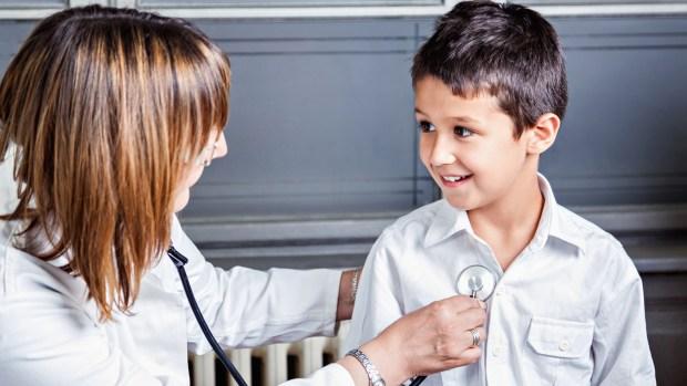 Los padres primerizos o más jóvenes son los que más consultan (iStock)