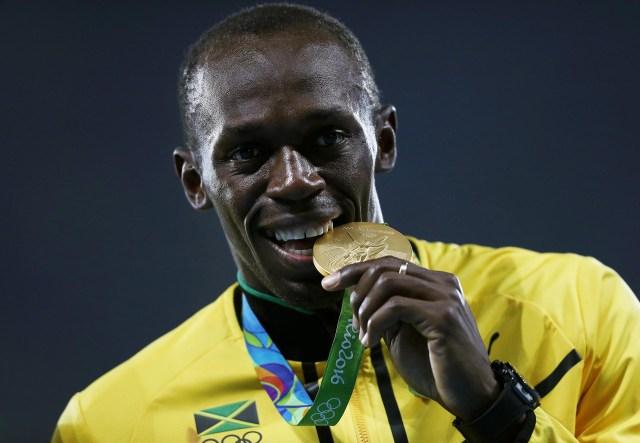 Con las medallas doradas conseguida en Rio de Janeiro,Usain Bolt llegó a los nueve oros olímpicos, aunque luego se le retiraría uno por el doping positivo de Nesta Carter(Getty Images)