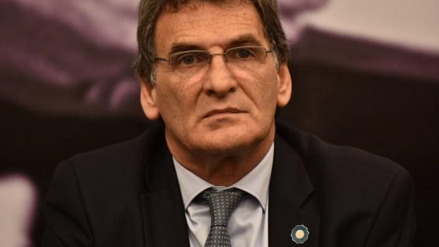 Claudio Avruj (Adrián Escandar)