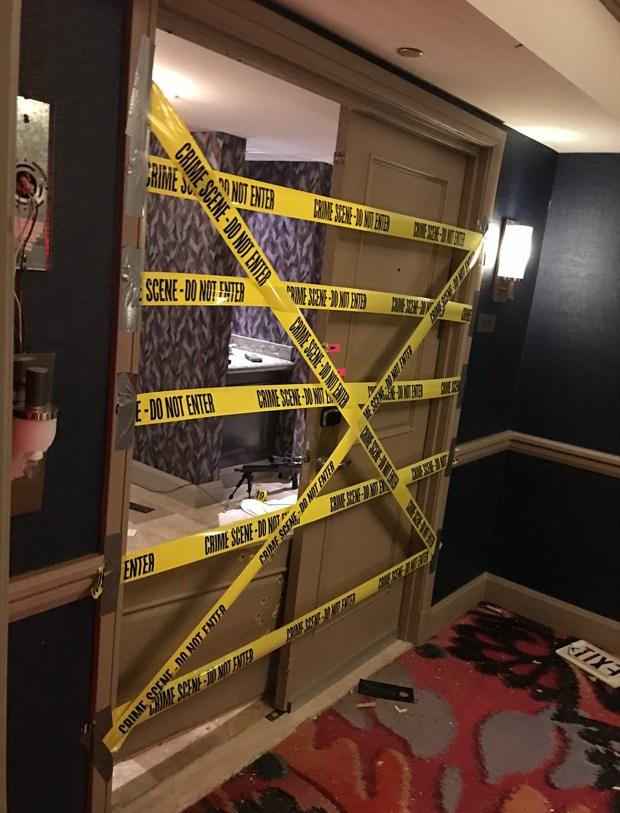 La puerta de ingreso a la habitación de Stephen Paddock en el Mandalay Bay Resort & Casino. Desde allí cometió la mayor masacre de la historia de los Estados Unidos luego del 11-S