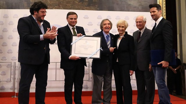 En 2009, el artista fue declarado Personalidad Destacada de la Cultura (www.diputados.gov.ar)