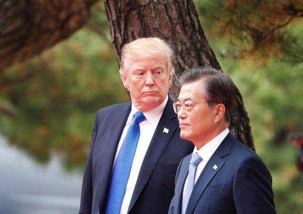 El presidente de EEUU, Donald Trump, y el mandatario surcoreano Moon Jae-in(REUTERS)