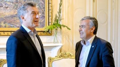 El presidente Mauricio Macri junto al gobernador Alfredo Cornejo