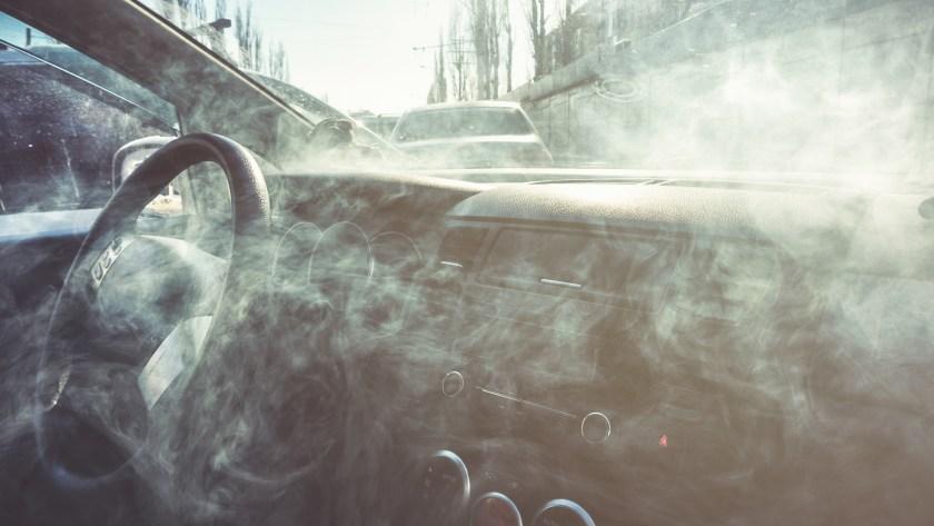Las toxinas del humo se quedan en las superficies de las casas, los autos, la ropa. (Getty Images)