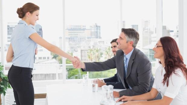 Hoy en una entrevista laboral, la comunicación no verbal que surja a partir de los gestos y el lenguaje corporal es tan importante como las calificadas hojas de un CV (Getty Images)