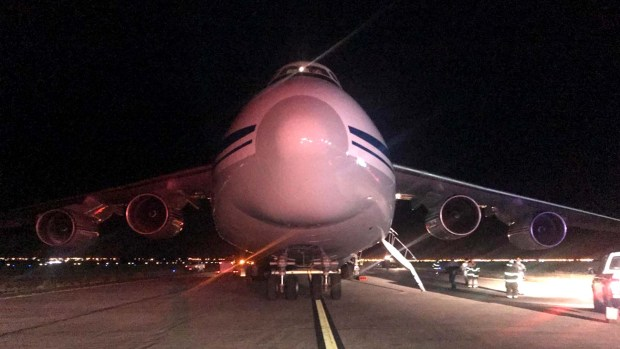El avión ruso que trajo material para colaborar en la búsqueda