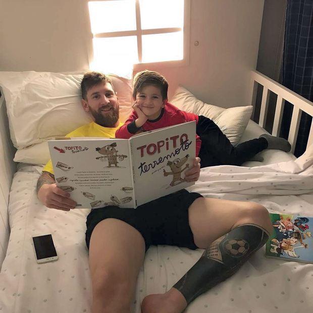 Thiago y Messi leyendo un cuento. Foto: Instagram