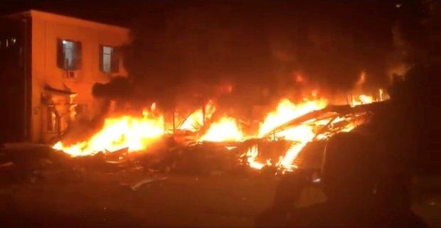 El incendio en el edificio en Jaffa (David Klein/via REUTERS)