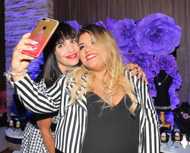 More se tomó selfies con los invitados
