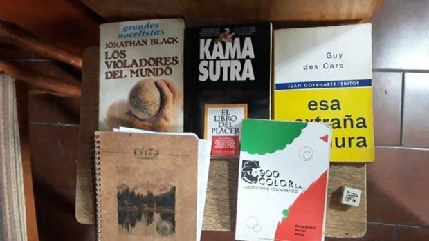 En una de las viviendas se encontraron diversos cuadernos y libros