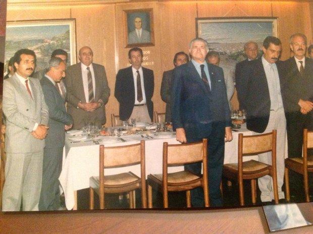 Nakis (izquierda) junto a Grondona y otros dirigentes (@noraynakis)