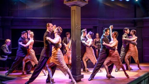 Una atmósfera y show de tango que remite a los mejores años del tango.
