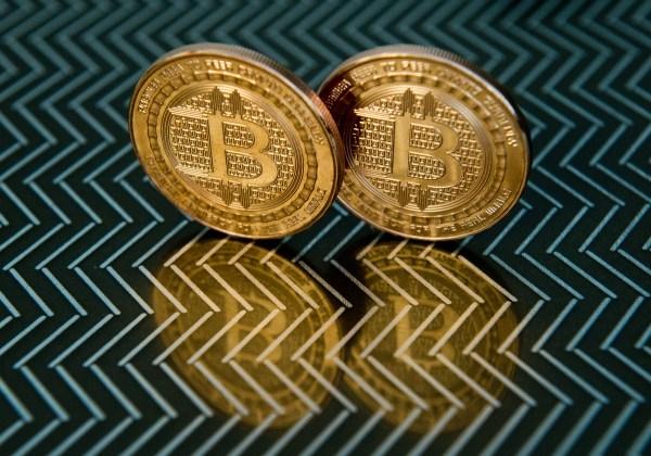 16/12 El Bitcoin alcanzó su precio máximo al tocar los 19.343 dólares por unidad