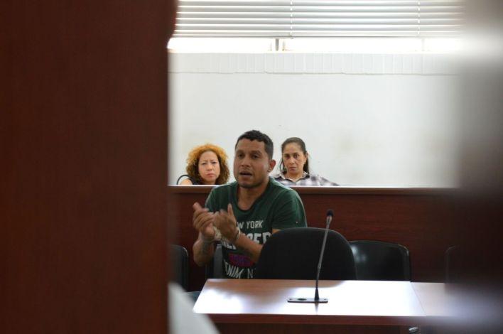 El hombre de 40 años en una de las audiencias del juicio en su contra.