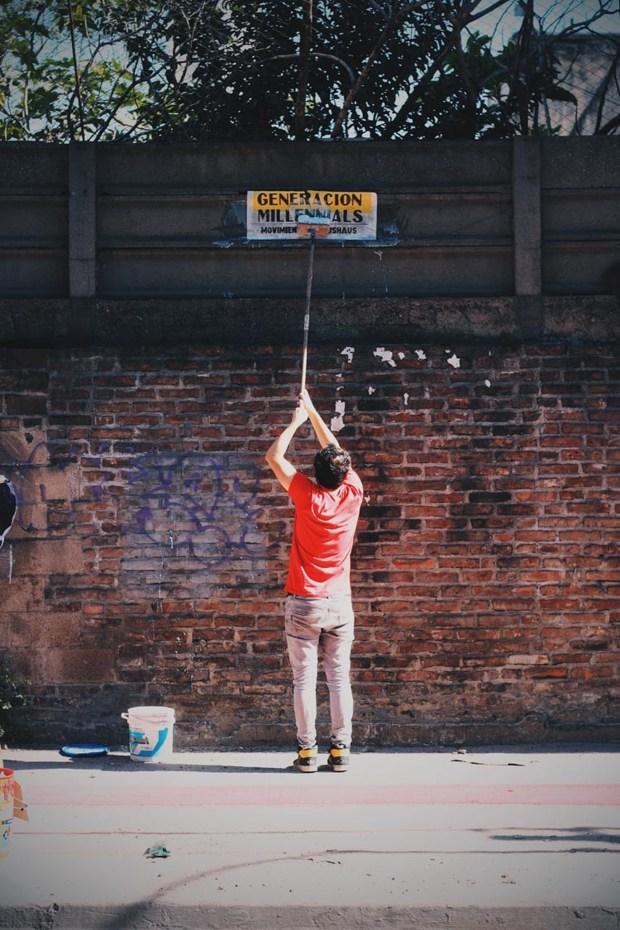Para los adolescentes se ofrece un taller relacionado con el arte del muralismo urbano