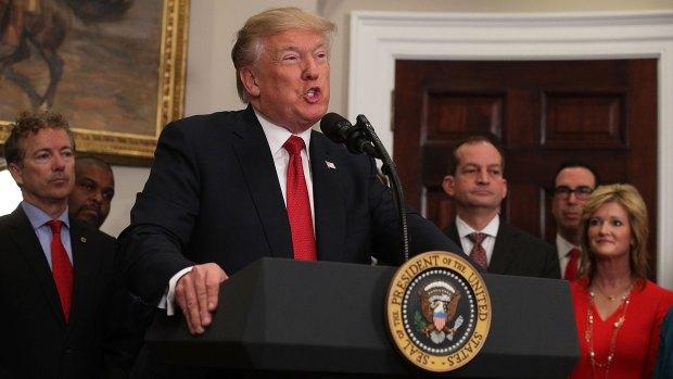 El presidente Donald Trump, dando un encendido discurso en la Casa Blanca