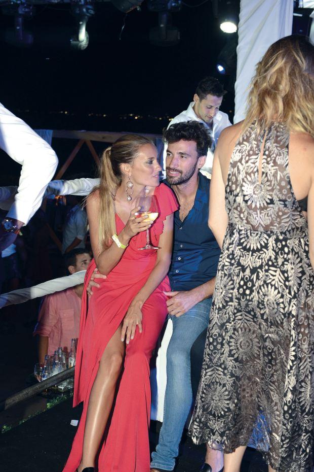 Melina y Diego, muy cariñosos en la fiesta de GENTE. Foto: Archivo Atlántida Televisa.