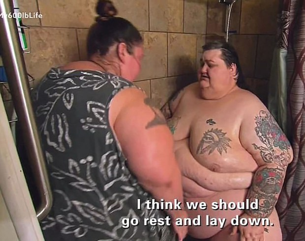 La hermana de Lee debía ayudarlos para que se bañen